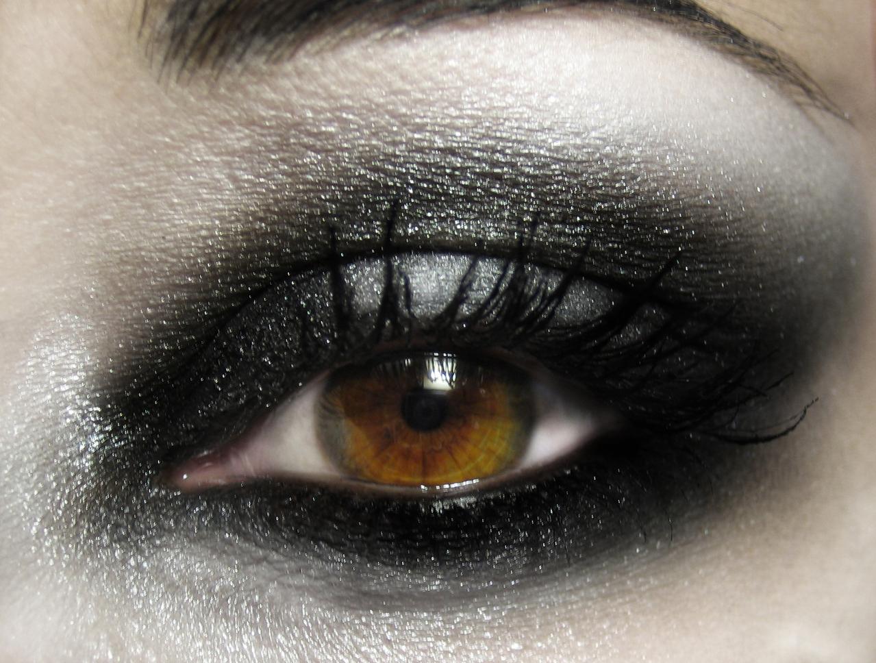 hard-make-up-1564031-1279x967