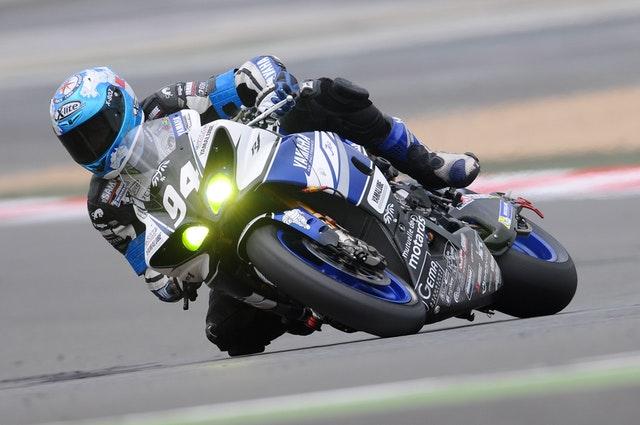 motorcycle-racer-racing-race-speed-39693.jpeg