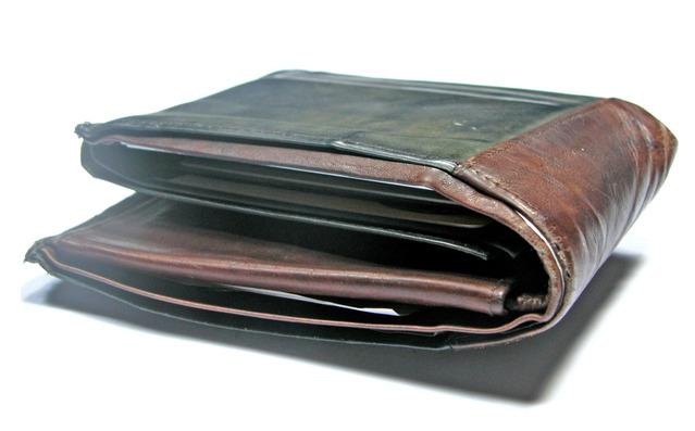 wallet-1555063-639x396