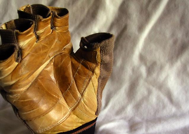 weigh-lifter-s-glove-1417989-638x452